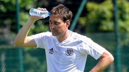 """René Weiler begroet tien spelers op eerste training: """"We hebben nog tijd"""""""