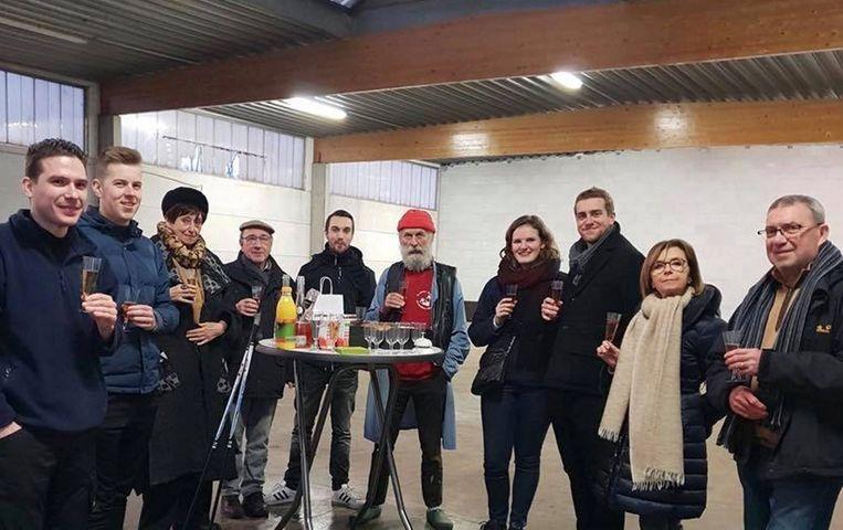 Op de laatste werkdag van het jaar werd in de nieuwe hal in Erembodegem geklonken op de toekomst van de brouwerij.