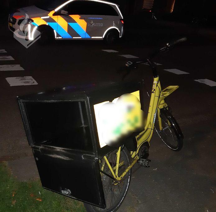 Auto rijdt pizzabezorger klem in Veghel