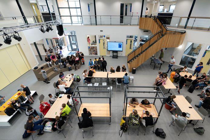 De centrale ruimte in het nieuwe schoolgebouw van De Brug in Zaltbommel.