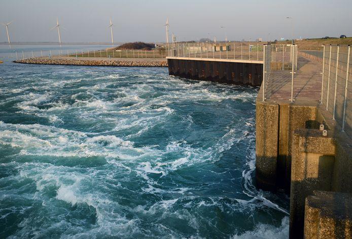 De spuisluis in de Grevelingendam voordat de bouw van het testcentrum voor getijdenenergie begon.
