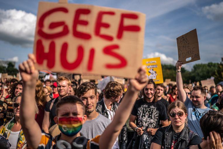 Duizenden mensen in Amsterdam bij het woonprotest, 12 september.  Beeld Joris van Gennip