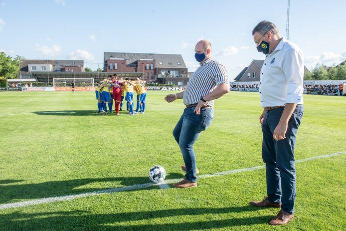 KSC Dikkelvenne-AA Gent - de aftrap