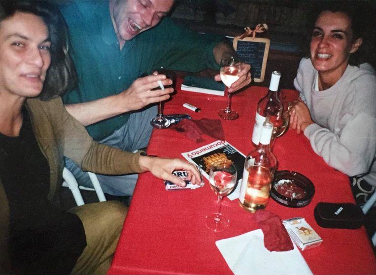 Martita Slewe (l) met Joris Geurts en Amélie Guépin in Roter Kater, Kassel, tijdens reis naar Documenta 9 (1992). Beeld