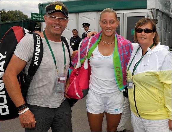 Yanina met haar vader Marc en haar coach in 2011. -
