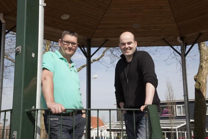 Links voorzitter Sjaak Martens en secretaris Wim de Bruijne van de Sluiskilse ondernemersvereniging. foto Mark Neelemans