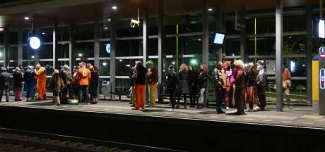Geen treinverkeer van Tilburg naar Den Bosch en Eindhoven, carnavalvierders stranden op stations