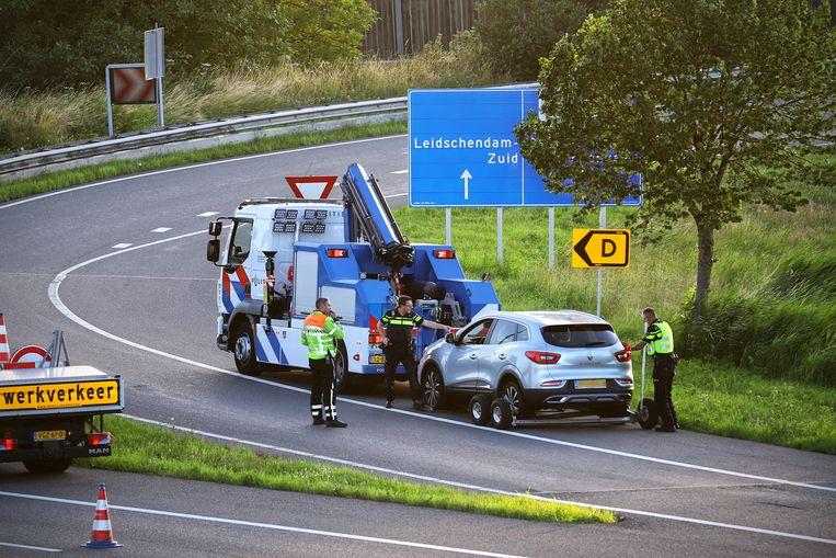 Door getuigen kreeg de politie snel zicht op een mogelijke vluchtauto. Die werd op de A4 bij Leidschendam van de weg gehaald.  Beeld Hollandse Hoogte /  ANP
