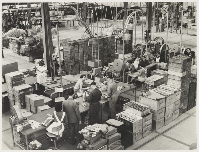 De fabriekshal van Tomado Etten-Leur in 1955. De fabriek ging dat jaar open en moest in 1982 de deuren sluiten. '