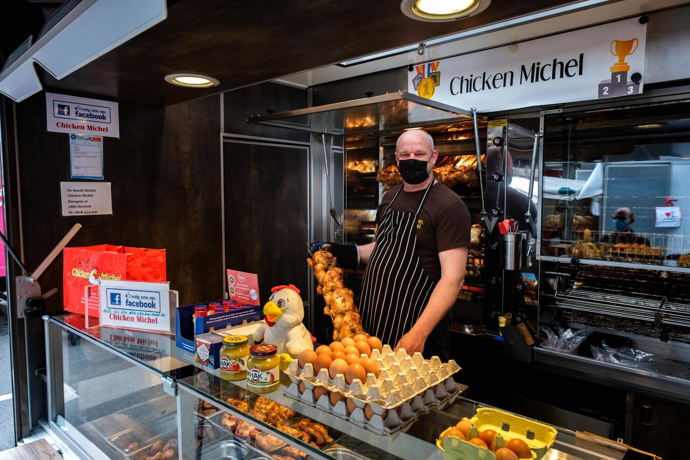 Michel De Smedt van Chicken Michel is blij dat de markt weer in het centrum staat.