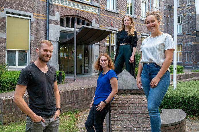 Nederland,  Boxtel, rubriek Wij wonen samen, studentenhuis Sint Ursala, Links Bas, Sterre,Anouk en Isabel