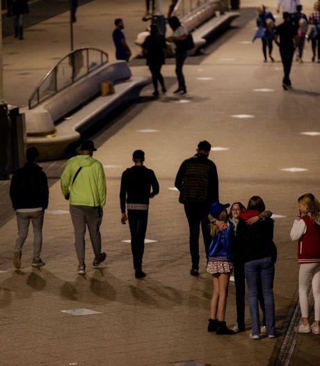 LIVE | Eind juni proef met Europese coronapas; jeugd verzekert zich tegen avondklokboete
