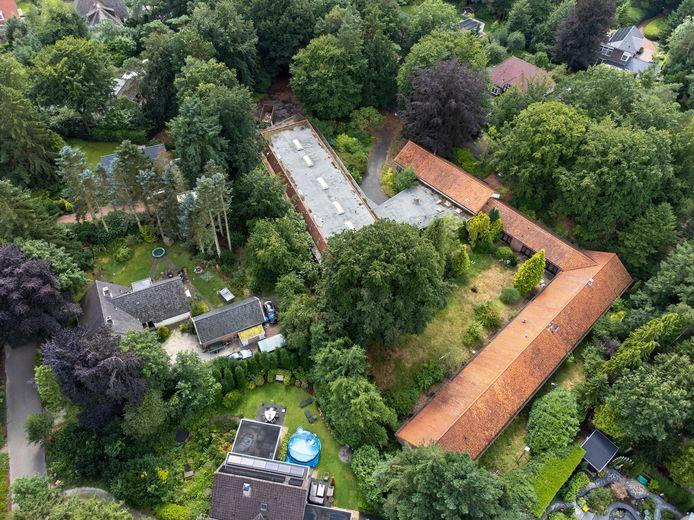 Met de voormalige Vijverhof aan de Burgemeester van der Feltzlaan had de buurt nooit problemen. Met slechts twee bouwlagen was de ruimtelijke impact beperkt. Dat wordt heel anders als De Nieuwe Boskamp met drie volledige bouwlagen de grenzen van het bestemmingsplan oprekt.