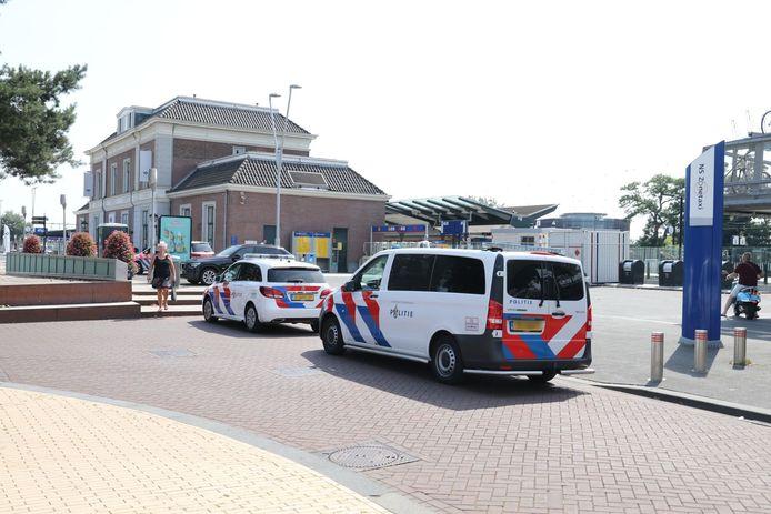 De politie kwam met vijf auto's ter plaatse.