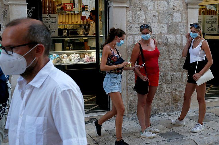 Toeristen in de oude binnenstad van Dubrovnik. Beeld Getty Images