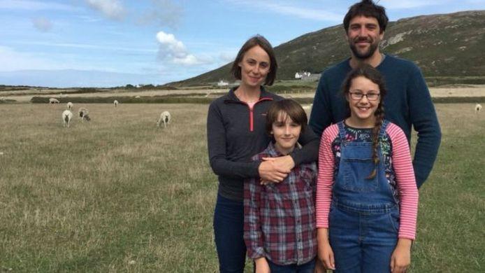 Le job de rêve n'aura duré qu'une seule journée pour cette famille britannique.
