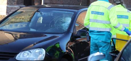 Fietsster gewond naar ziekenhuis na aanrijding in Waalwijk