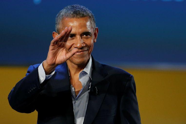 Zijn post-presidentiële carrière is enkele weken geleden hervat, maar Obama lijkt nog altijd een beetje op vakantie. Geen das, wel casual gekleed.