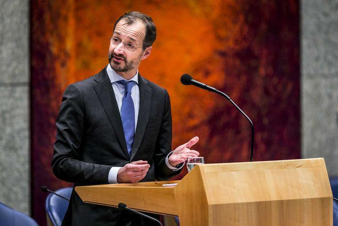 Minister Eric Wiebes (Economische Zaken en Klimaat) moest vanmiddag tekst en uitleg geven in de Kamer