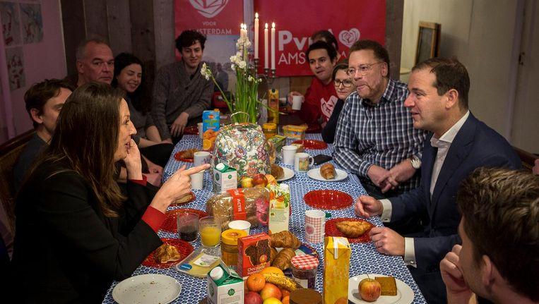 Marjolein Moorman, Lodewijk Asscher en andere PvdA'ers in De Pijp, vlak voor het laatste campagneweekend Beeld Rink Hof