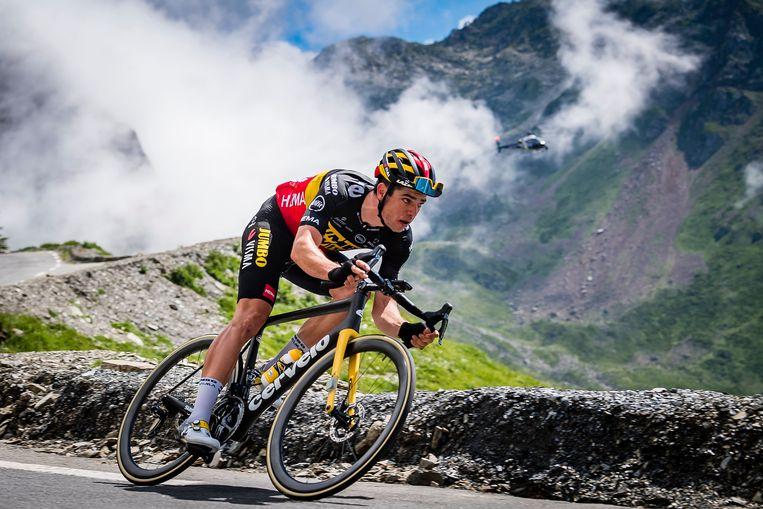 Wout van Aert eerder deze week in de afdaling van de Tourmalet. Hij is kansrijk in de olympische tijdrit én wegrit. Beeld Photo News