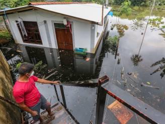 Hevige regenval beschadigt 500 huizen en jaagt 5000 mensen uit woning op Sri Lanka