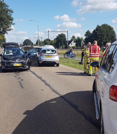 Blikschade na botsing drie auto's in Hardenberg