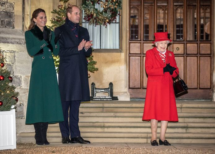 Queen Elizabeth samen met Kate Middleton en Prins William.