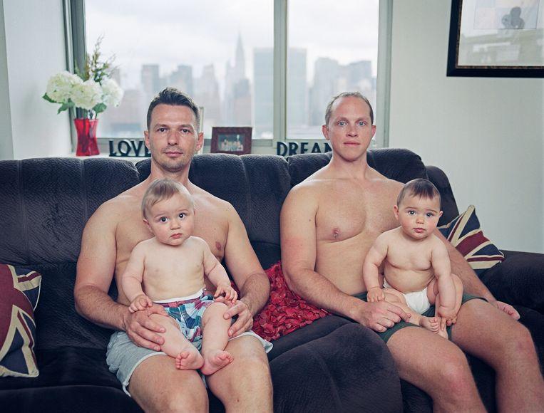 Dimitry en Robert met Maxim en Mila, New York City. Beeld Bart Heynen