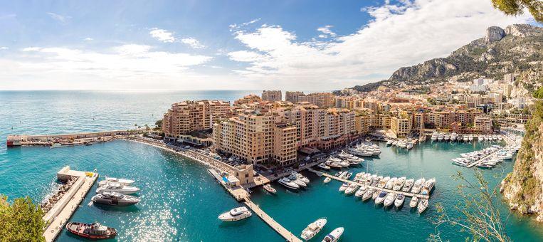 Het Fairmont Monte Carlo, waar rijke Belgen een kamer een jaar lang huurden voor 96.600 euro. In ruil kregen ze daarvoor een verblijfsvergunning. Beeld Belga