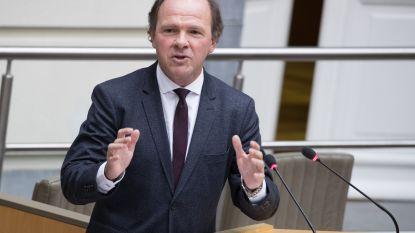"""Muyters wil werknemers Carrefour """"zo snel mogelijk naar andere job leiden"""""""