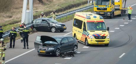 Meerdere gewonden na ongeluk op A2 bij Culemborg; persoon uit auto geslingerd