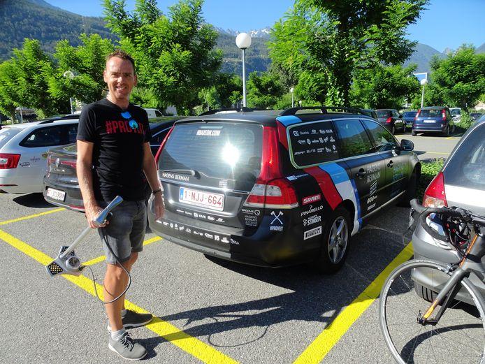 Koos Moerenhout, bondscoach van de wielrenners, op verkenning bij het WK-parkoers van Martigny.