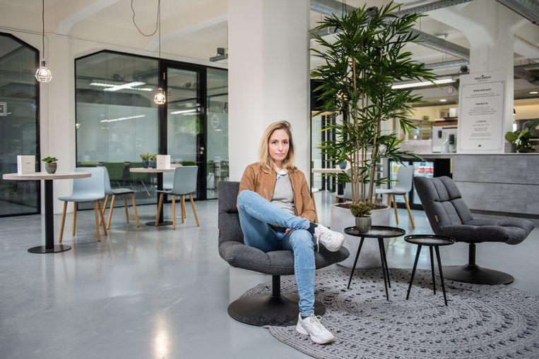 """""""Volgens internationaal onderzoek krijgen vrouwen minder fondsen omdat investeerders met een gekleurde blik naar ons kijken"""", zegt Eline Leijten. Beeld Simon Lenskens"""