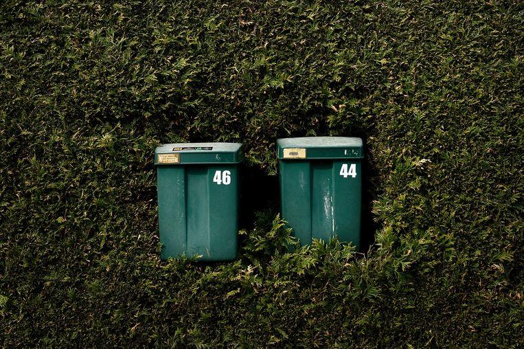 Twee groene brievenbussen (ontwerp Friso Kramer). Beeld Hollandse Hoogte / Reyer Boxem