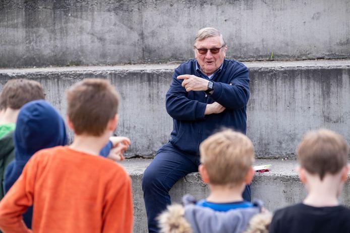 Jaak Van Assche brengt een bezoek aan het FC De Kampioenenkamp aan CC Blikveld