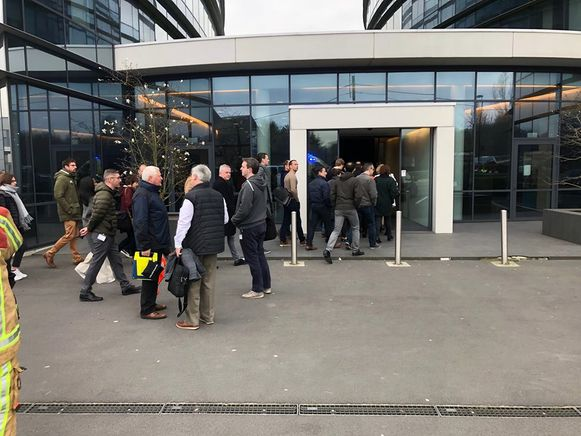 De werknemers mochten na ruim een half uur opnieuw naar binnen.
