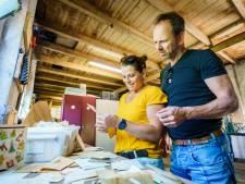 Lidewij (37) vindt honderden oude foto's en telegrammen op haar zolder, en begint speurtocht naar familieleden