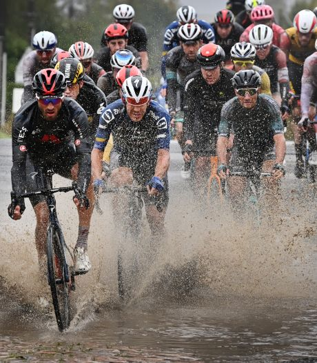 Was deze Parijs-Roubaix onverantwoord? 'In droog weer is het ook levensgevaarlijk'