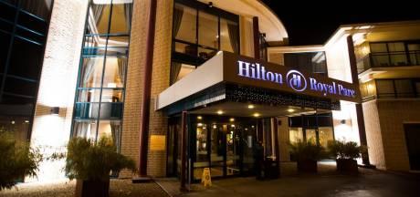 Zakenpartners plunderen vanuit dure hotelkamer voor half miljoen euro aan bankrekeningen van Soestenaren