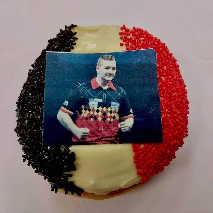 Bakker Gerry presenteert: de Dancing Dimi-donut in de vaderlandse driekleur.
