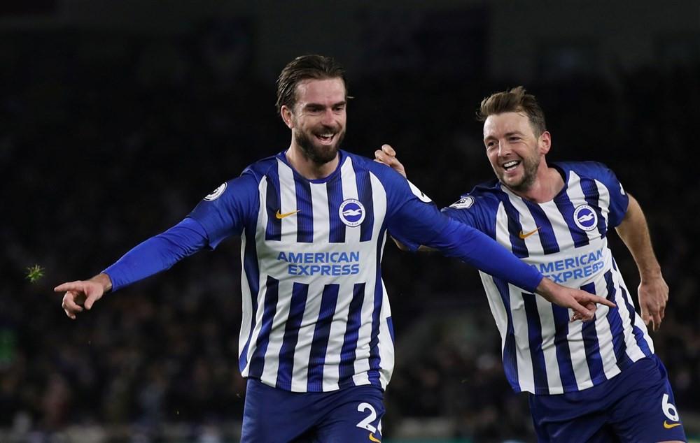 Davy Pröpper is blij na een goal voor Brighton & Hove Albion.