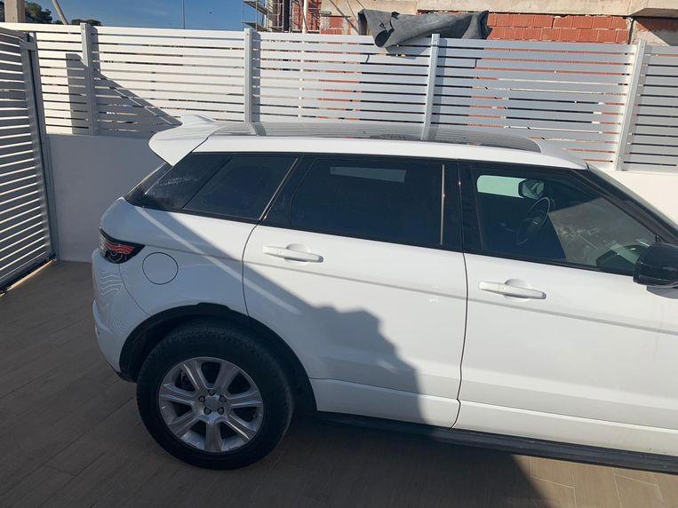 De witte Range Rover verdween van zijn parkeerplaats in Eke.