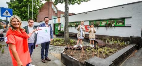 Basisschool spendeert grote vakantie nuttig: meer groen en zitbanken voor wachtende ouders
