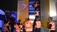 Twee mensensmokkelaars opgepakt en 18 transmigranten betrapt bij politieactie op parking E17 in Kruibeke