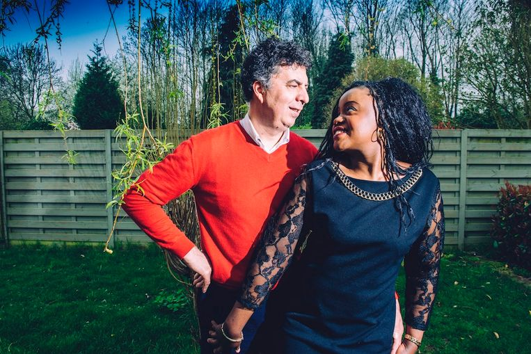 Lieven Denolf en Jhanelle Bockondas, die opgroeide in Congo-Brazzaville, leerden elkaar kennen via Badoo. 'We zijn intussen zes jaar samen.'  Beeld Stefaan Temmerman