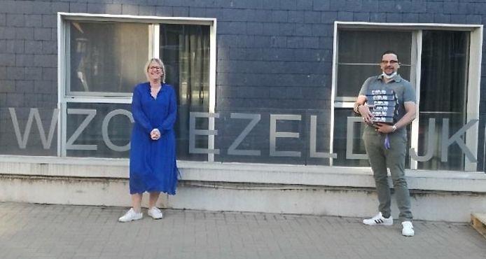 Woonzorgcentra en centrum voor personen met een beperking krijgen tablets van de stad Diest.