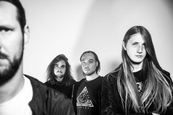 Autarkh, de nieuwe band van Tilburger Michel Nienhuis, presenteert tijdens Roadburn Redux het debuutalbum.