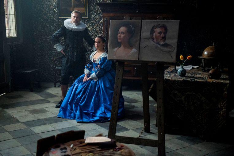 Alicia Vikander en Christoph Waltz in 'Tulip Fever' Beeld RV