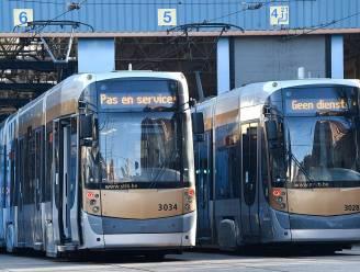 Enkel nog Nederlands op schermen MIVB-bussen wanneer ze Vlaanderen binnenrijden